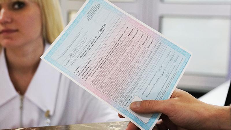 Медведев разрешил не предоставлять медицинскую справку при замене водительских прав