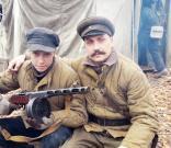 на фото-Александр с сыном. Источник: www.krassever.ru