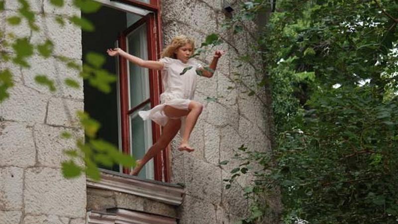 9-летняя девочка испугалась пожара и выпрыгнула в окно воп.р.