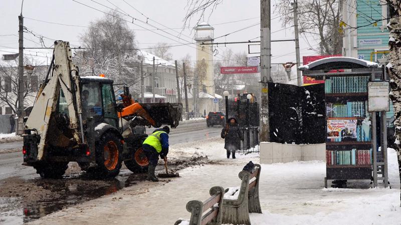 Масштабная чистка улиц проходит в Вологде со вчерашнего вечера