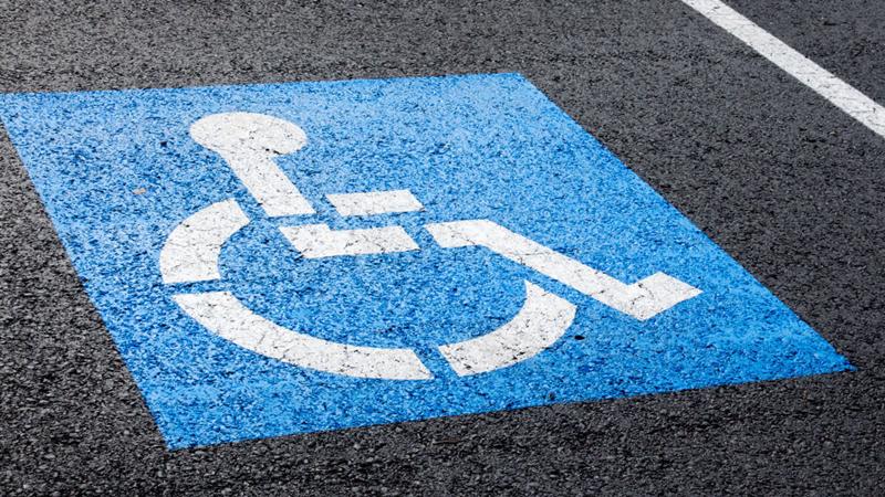 Не менее 10% от общей площади парковки необходимо выделять инвалидам