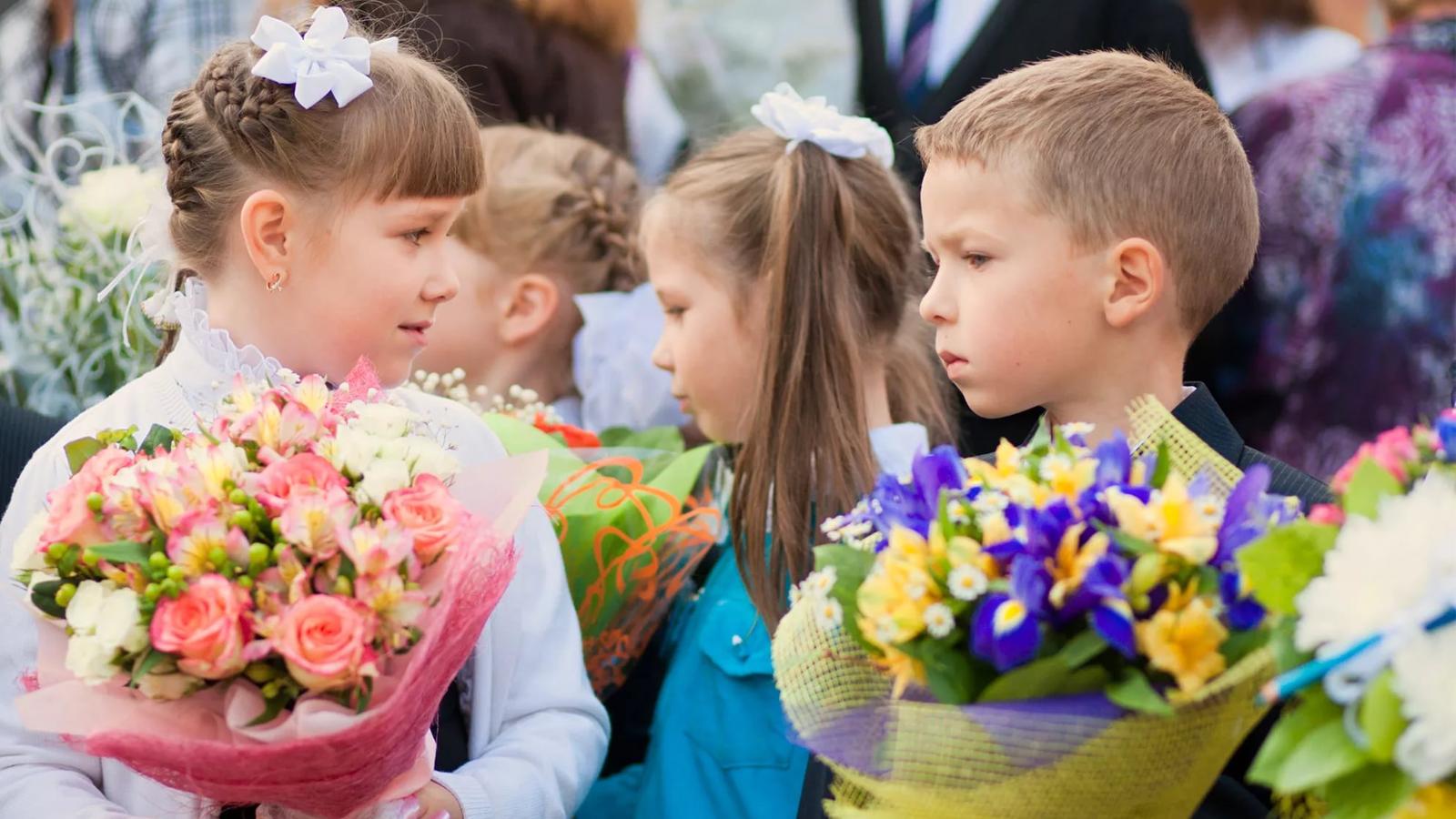 Сегодня более 15 тысяч первоклассников сядут за парты в Вологодской области