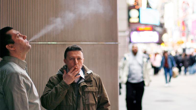 Курильщикам могут увеличить рабочий день