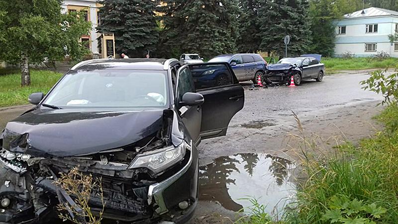 ДТП с участием трех автомобилей произошло сегодня в Вологде