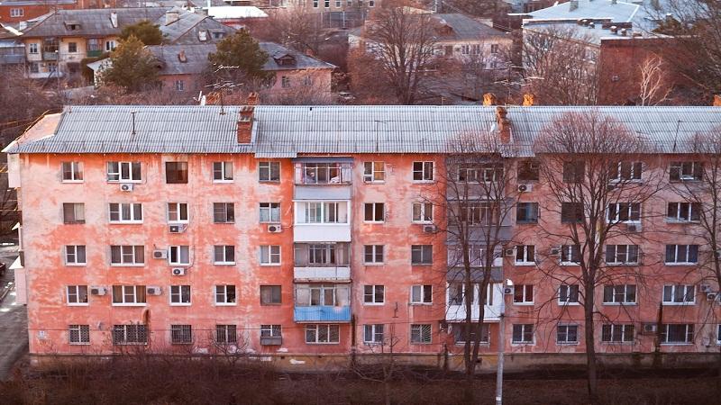 Стоимость вторичного жилья по России стремительно падает