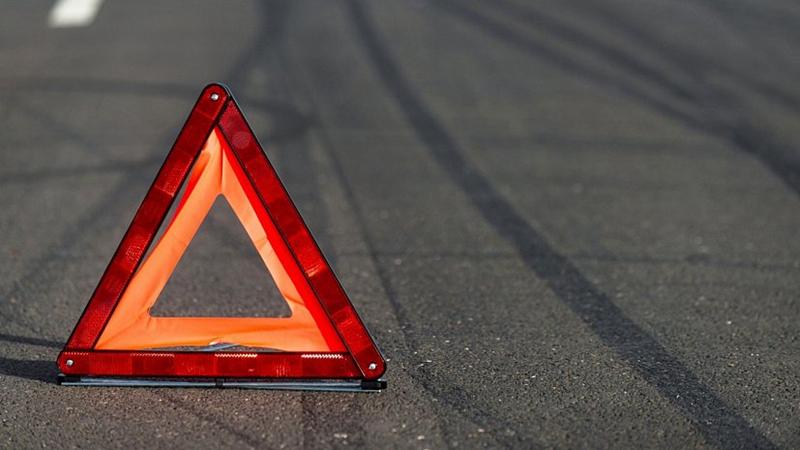 В Вологде иномарка сбила перебегавшего дорогу мужчину