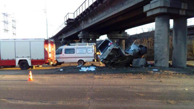 В тверской области водитель фольксвагена погиб, столкнувшись с деревом