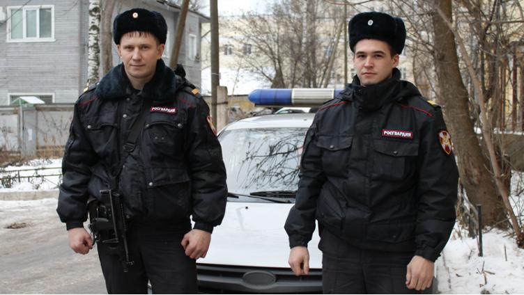 Полицейские спасли замерзающего мужчину