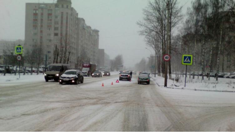 В центре Вологды в ДТП травмировалась 28-летняя девушка