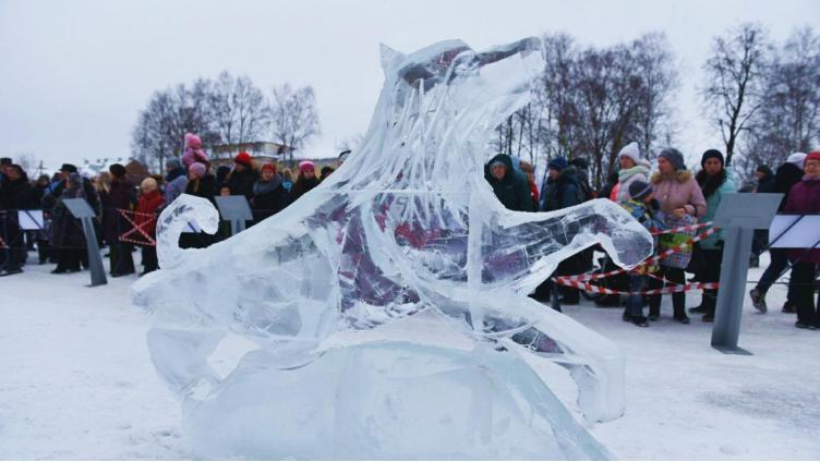 В городе металлургов прошел конкурс ледяных скульптур