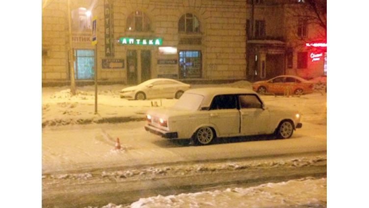 В Череповце 26-летний мужчина на ВАЗ-2107 сбил 17-летнюю девушку