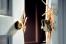 Сокольчанин вломился в чужую квартиру и поднял руку на хозяйку