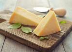 От проблем с зубами спасет твердый сыр