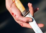 В Великом Устюге мужчина набросился с ножом на полицейских