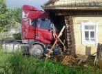 В Вологодской области грузовик врезался в жилой дом