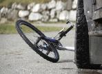 КамАЗ столкнул велосипедиста на обочину
