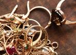 22-летний вологжанин похитил у родной бабушки золотые украшения