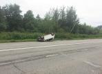 На Северном шоссе в Череповце иномарка врезалась в столб, а затем перевернулась