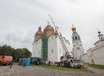Один из крестов Софийского собора увезли на реставрацию