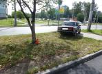 На Пошехонском шоссе в Вологде мужчина врезался дерево и погиб