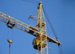 59-летнего электромонтера насмерть придавило частями башенного крана