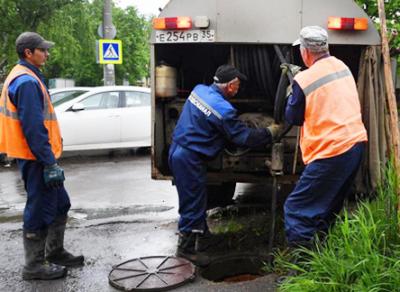 Вологду топит: коммунальщики откачивают воду с улиц областной столицы