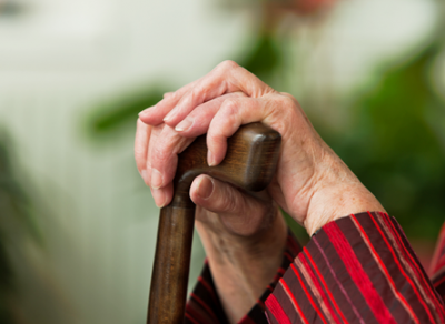 43-летний мужчина избил табуретом 78-летнюю пенсионерку, а затем задушил ее
