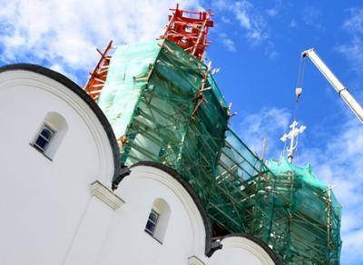 В Вологде прошла установка нового креста на Софийском соборе