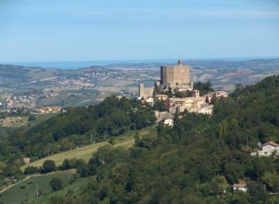 Итальянские власти бесплатно отдают более 100 древних замков