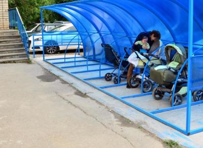 На Вологодчине у детских поликлиник появилось 28 крытых колясочных