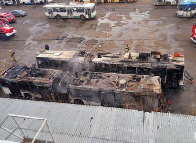 2 троллейбуса сгорели сегодня утром в Вологде