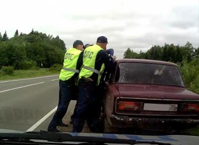В Тотемском районе полицейские устроили погоню со стрельбой за водителем-лихачом