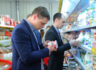 Две корзины просроченных продуктов набрал «Народный контроль» в Лукьяново