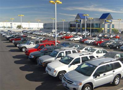 Среди россиян растет спрос на подержанные авто