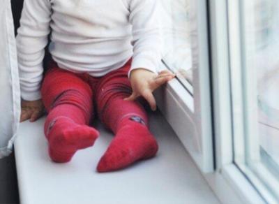 В Череповце из окна вновь выпал ребенок