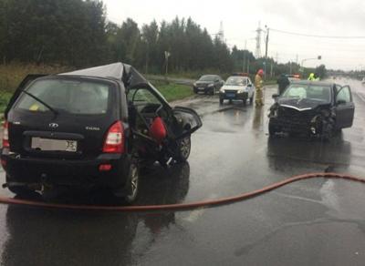 Водители легковушек, столкнувшихся в Череповце, получили серьезные травмы