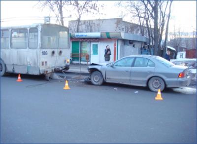 В Вологде у водитель иномарки, въехавшей в троллейбус, изъяли дезоморфин