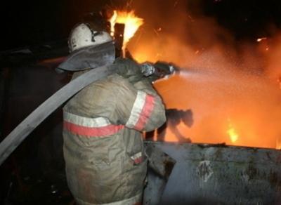 В Череповце загорелись две припаркованные фуры