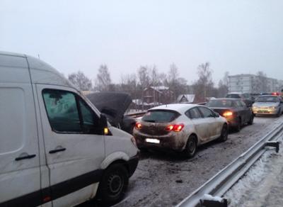 Авария с участием трех машин произошла в областном центре